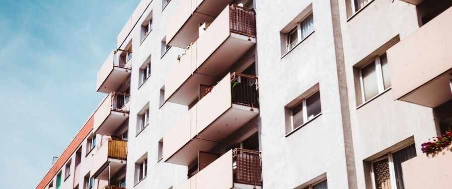 blok-mieszkanie-nieruchomosc-910x380-1